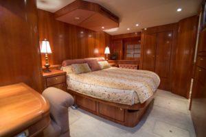 Interior 29 300x200 Yachts