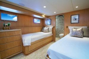 RH low 300x200 Yachts